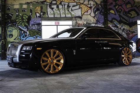 """Cars With Gold Rims : Rolls Royce Ghost On 26"""" F2.04-m"""