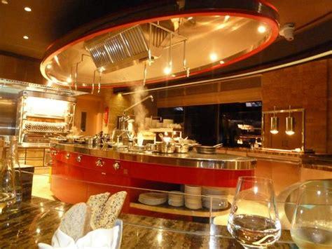 cuisines ouvertes sur s駛our cuisine ouverte sur la salle de restaurant picture of studio du chef dubai tripadvisor
