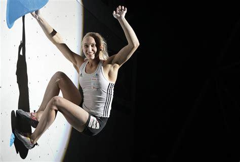 Večer - Janja Garnbret osvojila tretje zlato na svetovnem ...