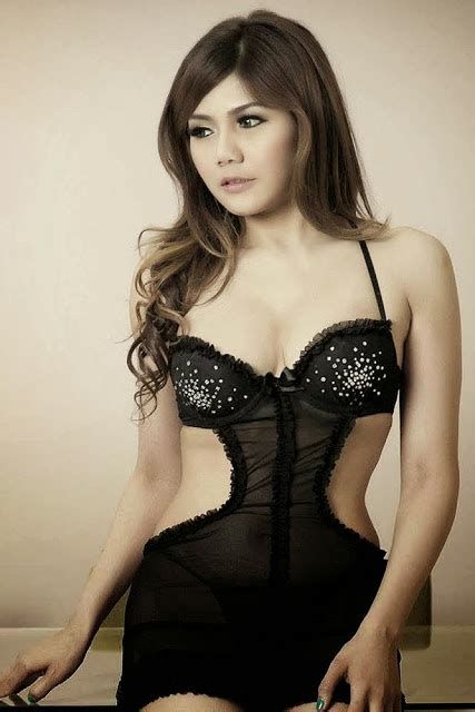 selebritis artis hot hot pictures agista faulina in black