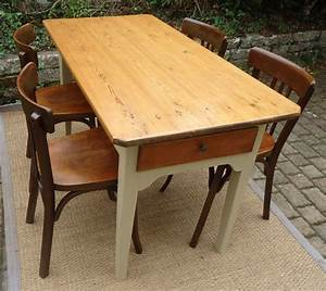 Table Et Chaise Bistrot : belle petite table rectangulaire pour votre penty breton ~ Teatrodelosmanantiales.com Idées de Décoration