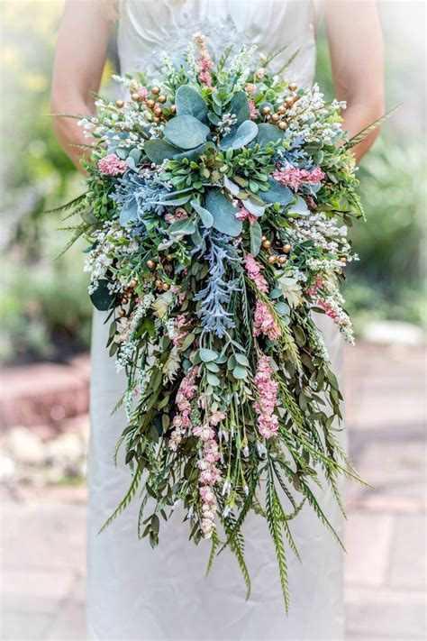 This gorgeous Cascading Bouquet Shell is perfect for the