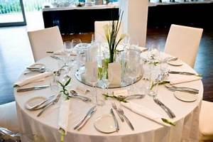 Tischdeko Runde Tische : spiegel platten sharing hochzeitsdeko ~ Watch28wear.com Haus und Dekorationen