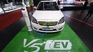 Vibration Voiture En Roulant : les voitures lectriques vont pouvoir se recharger en roulant youtube ~ Gottalentnigeria.com Avis de Voitures