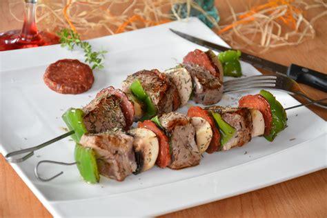 cuisiner du poisson brochettes de boeuf et chorizo au fil du thym