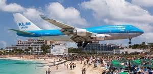 mos mosh マホビーチ 飛行機が頭上スレスレを通過する世界一危険なビーチ モッシュトラベル