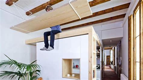 gain de place  pourquoi pas  bureau fixe au plafond