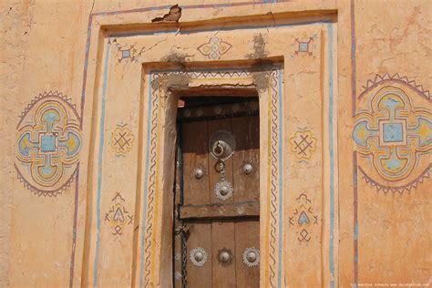 de la symbolique d une porte en afrique fen 234 tres sur la cour