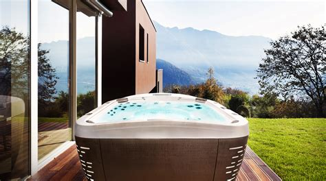 Indoor Tub by Indoor Tub Vs Outdoor Spa What S The Difference