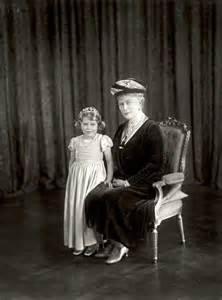 Queen Elizabeth and Princess Mary