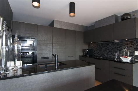 cuisine gris et noir 6 surprenantes décos cuisine gris et noir