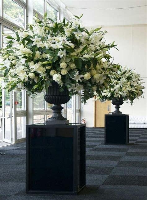 wedding wednesday big urns big arrangements flirty