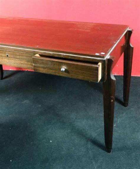 bureau en bois exotique bureau plat en bois exotique il ouvre par 3 tiroirs en ceinture orn 233 s de boules chrom 233 es