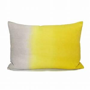 Coussin Rectangulaire Ikea : coussin jaune ikea coussin graphique pour ma douceur ~ Melissatoandfro.com Idées de Décoration