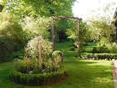 Kleine Gärten Beispiele by Kleine B 228 Ume Vorgarten Prunus Cerasifa Nigra Blutpflaume