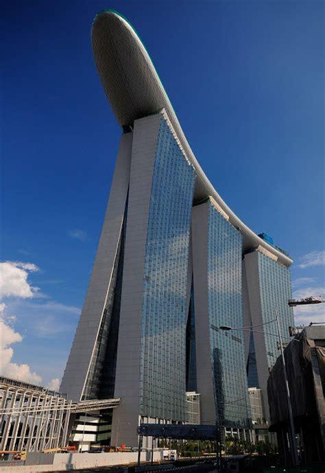 Rain Strange Roof The Singapore Skyline Casino