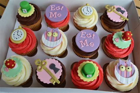 Alice in wonderland cupcake recipe. Little Paper Cakes: Alice in Wonderland/Mad Hatter's Tea ...