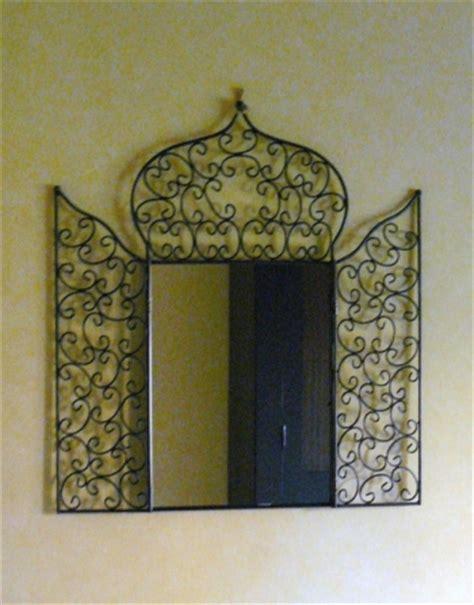 le marocaine fer forge travail artisanal autour d un miroir en fer forge 3