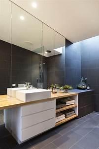 Meuble Gris Et Blanc : id e d coration salle de bain carrelage gris lavabo blanc et meuble de salle de bain bois ~ Teatrodelosmanantiales.com Idées de Décoration