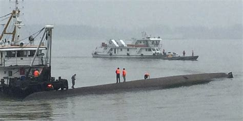cruise ship sinking 2015 hundreds feared dead after cruise ship sinks in china s