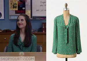 Community: Season 5 Episode 2 Annie's Green Polka Dot ...