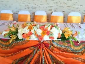 mariage de et floris au domaine du parc 77 décoration en wax dashiki orange et blanc - Domaine Mariage 77