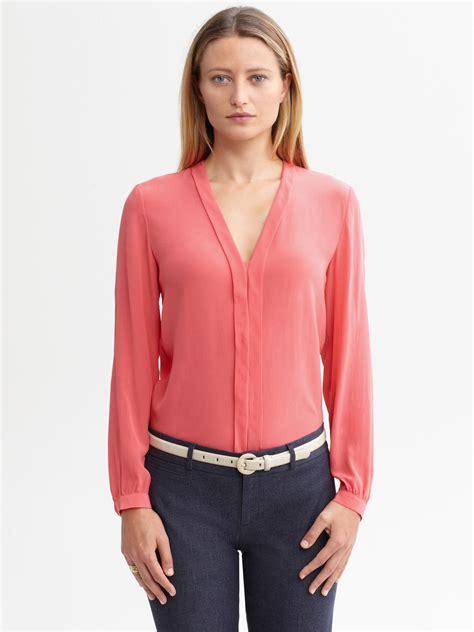 banana republic blouses banana republic silk pleatfront blouse in light