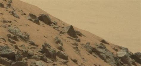 pyramid spotted   surface  mars unexplained