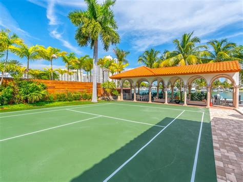beautiful miami homes  private tennis courts