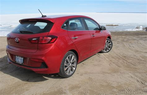Hyundai Accent Gls Review by Hyundai Accent Gls Hatch Surprises On Many Levels Wheels Ca