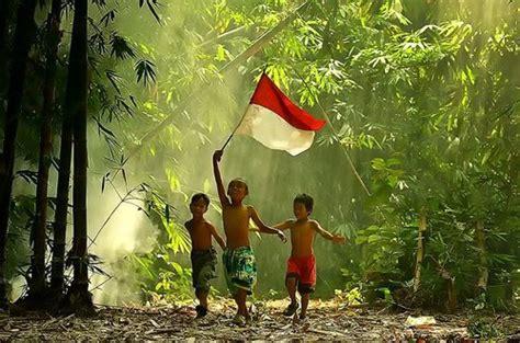 merah putih bendera pemersatu bangsa sembilan bersama media