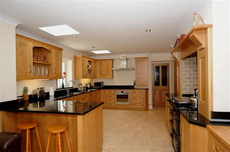 oak kitchens designs oak shaker kitchen st davids s kitchens 1144