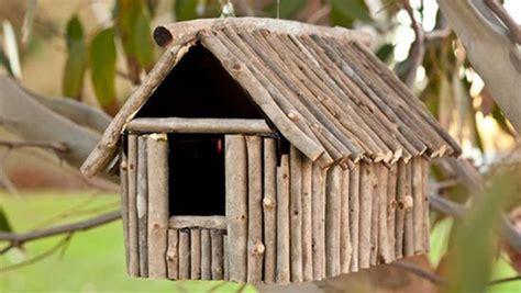 cabane a oiseaux en bois cabanes d oiseaux la nature by kinekelly