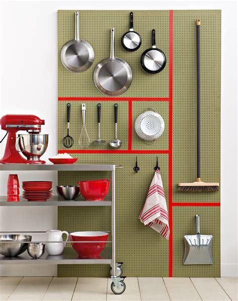 panneau cuisine un panneau d isorel dans la cuisine
