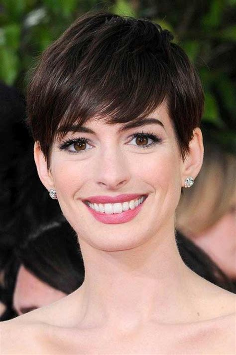 Anne's latest look comes as a result of her role as fantine in the upcoming film adaptation of les misérables. 20 Best Anne Hathaway Pixie Cuts   Short Hairstyles 2018 ...