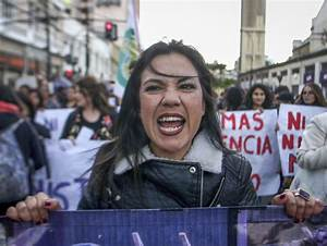53 Of The Most Powerful Images Of Women Protesters Of All ...