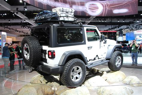 mopar jeep accessories mopar shows off a ton of new 2018 wrangler jl accessories