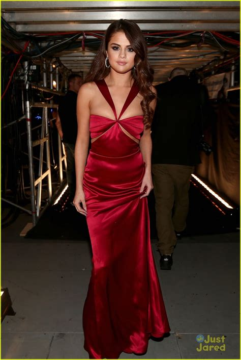 Selena Gomez Switches To Hot Red Dress At Grammys 2016