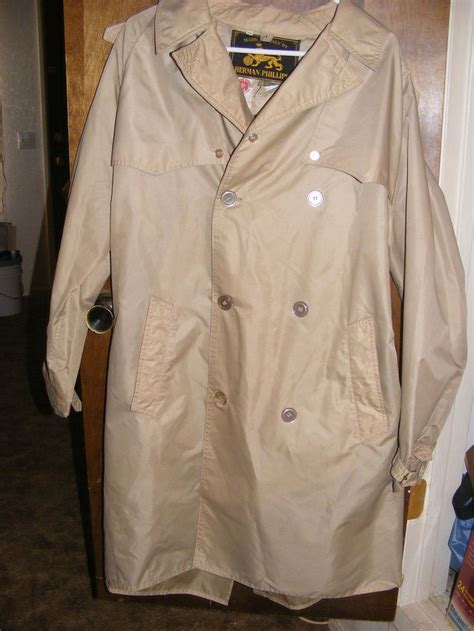 Vintage 1970s Mens Tan Nylon Rain Coat Jacket By Herman