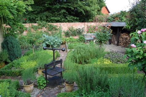 Avenue Cottage  The Herb Garden  Grows On You