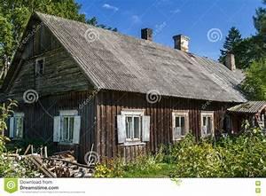 S Mit Dach : altes l ndliches haus bedeckt mit eternit dach stockbild ~ Lizthompson.info Haus und Dekorationen