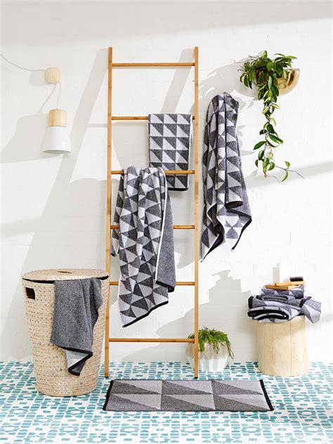 Easy Decorating Ideas For Bathroom by 6 Easy Rental Bathroom Decorating Ideas Realestate Au