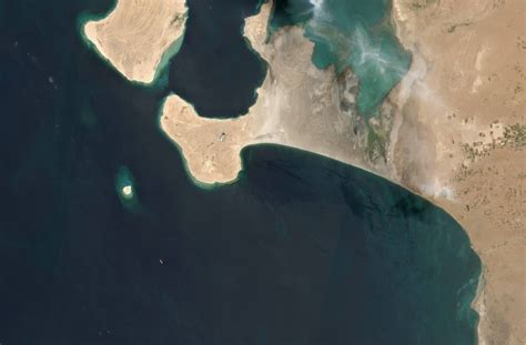 At a glance the aging fso safer holds 1.15 million barrels of oil off yemen's port city of hudaydah. Yemen asks for help as seawater seeps into abandoned tanker   Taiwan News   2020/06/26