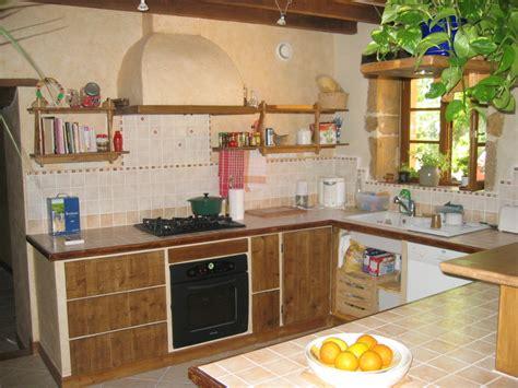 faire une cuisine soi meme construire sa cuisine en bois mezzanine en bois couleur