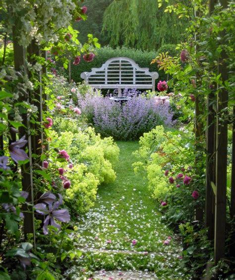 Schöne Sträucher Für Kleine Gärten by 10 Tricks F 252 R Die Gestaltung Eines Kleinen Gartens