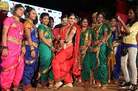 sareesindian clothes   region