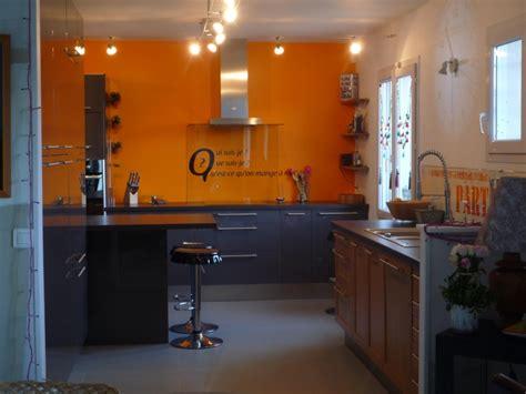 mur cuisine cuisine avec mur orange chaios com