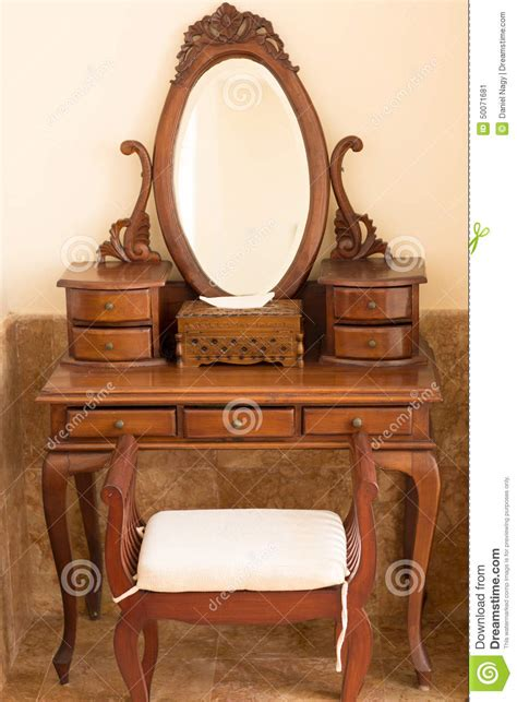 le bois de la chaise le beau style ancien carwed la table en bois avec le