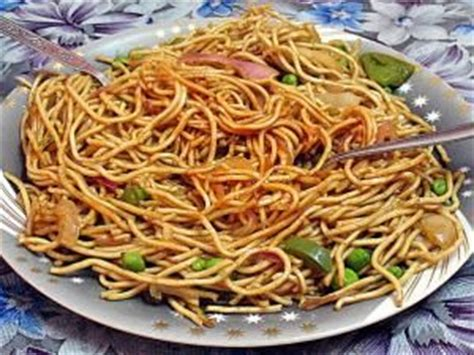cuisiner les nouilles chinoises nouilles chinoises sautées aux légumes et aux oeufs