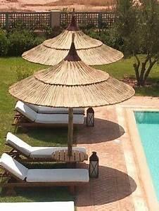 Parasol En Paille : am nagement piscine parasol naturel en paille ~ Teatrodelosmanantiales.com Idées de Décoration